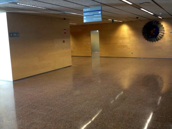 En aquest passadís del Palau s'hi pot jugar un partit de futbol 7