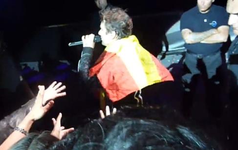 Bellamy amb la bandera espanyola al vent de Montjuïc