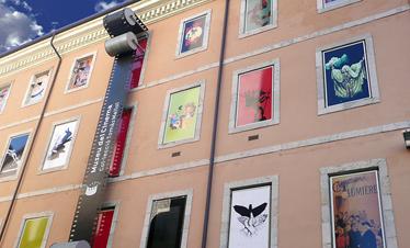 Façana principal del Museu del Cinema de Girona, a l'antic edifici de les Aigües