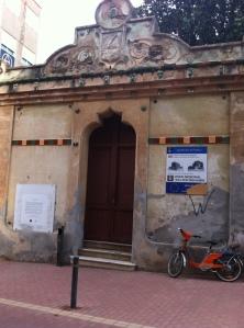 El decadent antic Ajuntament havia de ser la seu de la Fundació Walter Benjamin