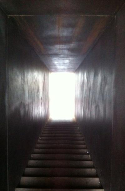 El túnel de Karavan que connecta amb el mar, aquí sembla un túnel cap a la mort