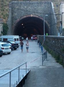 Per aquest túnel va entrar a Portbou Walter Benjamin el vespre del 25 de setembre de 1940