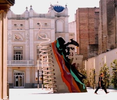 """""""FIgueres Ai!"""" (1997) Josep Pla ens mira des de la seva Plaça a Figueres"""