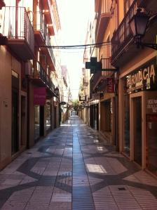 El rovell de l'ou de Figueres un matí de diumenge. Desolació.