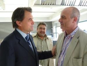Artur Mas saluda Xavier Sanllehí. Entre els dos, el llavors regidor Joan Serra. FOTO: CiU